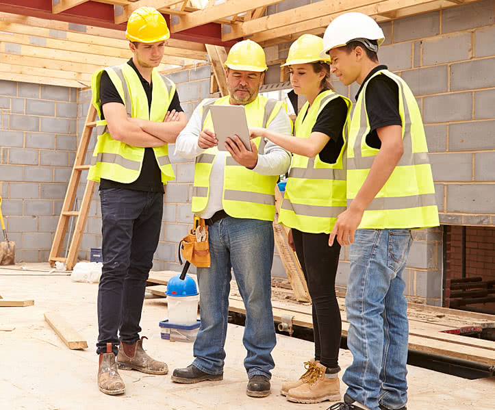 Why Construction Workers Should Stay Up to Date With Technology