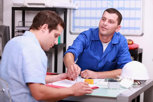 Construction worker and accountant chat, strengthening accountant-client relationship